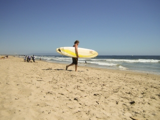 8 WalkingSurfboardTowardsWater
