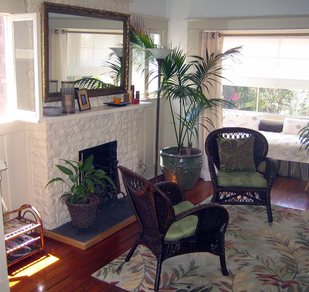 H05 Cottage Living Room